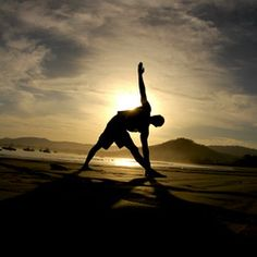 The Feel Good Philosophy to Yoga (+ The 8 Minute Morning Yoga Routine)  I may try the 14 Day challenge-hmmm