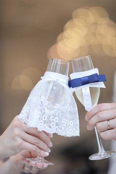 乾杯シーンが華やかになる!先輩花嫁さんの可愛い「グラスドレス」のアイデア7選♡にて紹介している画像
