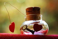 O amor romântico é um bom exemplo de um dizer sim ao pertencer cheio de alegria! É por isso que a imagem de um saltar brusco, que figura o amor romântico, é uma ilustração do amor em geral, porque nele vivenciamos como é maravilhoso pertencer e agir em conformidade com isso.