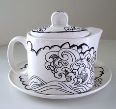 Teapot with waves