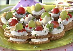 Skvělé jednohubky na Silvestra – Jednou do pusy Party Food Platters, Party Sandwiches, Strawberry Cheesecake, Party Snacks, Mini Cupcakes, Food Styling, Nom Nom, Brunch, Food And Drink