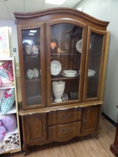 Traditional Dining Room Hutch For Storage And Display 199