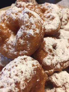 Pampuska Doughnut, Muffin, Rum, Bread, Cookies, Breakfast, Cake, Food, Drink