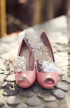 Gorgeous blush pink bridal shoes and bridal accessories #blushpink #pink #blushpinkwedding #shoes #bridalaccessories