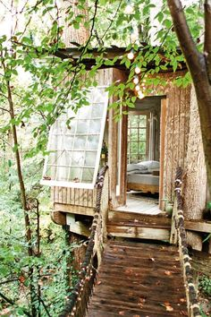If all getaways were in a cozy looking treehouse like this, we'd get away more often.