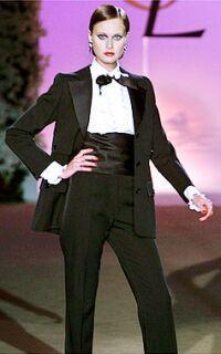 Curiosidade pura! Yves Saint Laurent, Coco Chanel e Mary Quant são nomes que cravaram sua importância na história da moda com criações que revolucionaram a forma de vestir. E se você pode sair na r…