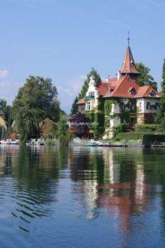 Villa Verdin am Millstätter See Zell Am See, Villa, Beautiful Landscapes, Austria, Luxury Homes, To Go, Wanderlust, Mansions, House Styles
