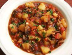[ Gulas od pecuraka i krompira Potato Recipes, Vegetable Recipes, New Recipes, Vegan Recipes, Cooking Recipes, Vegan Food, Ham And Beans, Ham And Bean Soup, Bosnian Recipes