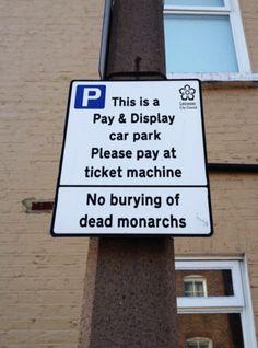 Twitter / GOTTSCHALK82: The Richard III car park has updated its signage