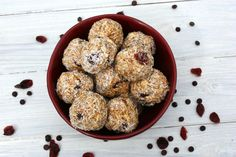 These healthy energy bites are packed with protein and are ready to go with you anywhere! They are loaded with whole grains, dried fruit, sticky peanut butter, Brunch Recipes, Snack Recipes, Healthy Recipes, Eat Healthy, Cas, Coconut Energy Balls, Cranberry Cheesecake, Peanut Butter Roll, Energy Bites