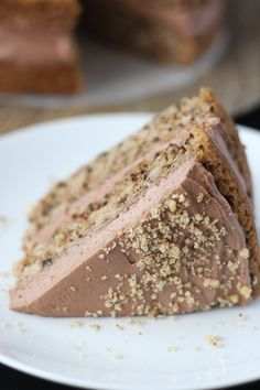 This Vegan Walnut Cake is the perfect way to add more walnuts into your life! This nutty and delicious cake is topped with a vegan chocolate buttercream. Chocolate Flavors, Vegan Chocolate, Chocolate Cake, Vegan Dessert Recipes, Cake Recipes, Sweet Recipes, Patisserie Vegan, Bon Dessert, Walnut Cake