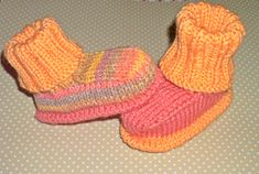 Strickschühchen- Strickschühchen The booties on the video up here have done it to me so something of! This will be a premiere for me, because these are my first knitted shoes. Baby Knitting Patterns, Knitting Baby Girl, Knitting Blogs, Knitting Socks, Baby Patterns, Crochet Patterns, Crochet Pullover Pattern, Crochet Baby Cardigan, Knit Crochet