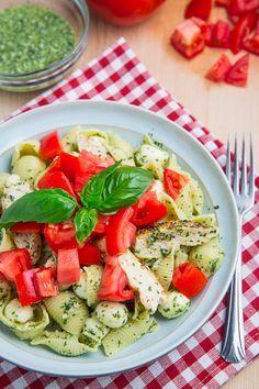 Caprese Chicken Pesto Pasta ~ via  www.closetcooking.com/2013/09/caprese-chicken-pesto-pasta.html