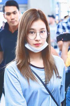 Sana-Twice 180615 Incheon Airport to Singapore Kpop Girl Groups, Korean Girl Groups, Kpop Girls, Extended Play, Nayeon, Chou Tzu Yu, Sana Minatozaki, Twice Sana, Dahyun
