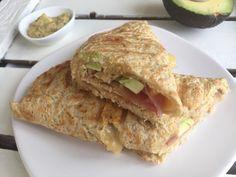Wraptosti met ham en kaas, avocado en mosterddip