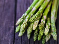 With succulent and tender fleshly green leaves, Asparagus is a nutritious complement to nearly any meal. Healthy Fats, Healthy Eating, Healthy Recipes, Benefits Of Asparagus, Increase Testosterone Levels, Banana Contains, Good Source Of Fiber, Feel Good Food, Companion Planting