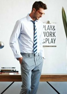 Man at work // Men's fashion : Style for man : Casual style & Wardrobe Sharp Dressed Man, Well Dressed Men, Look Fashion, Mens Fashion, Fashion Suits, Business Attire, Business Casual, Mode Style, Style Men