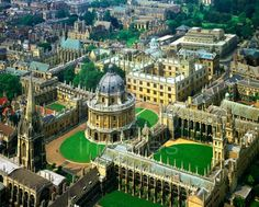 Great Britain/Oxford: Aerial view of the city