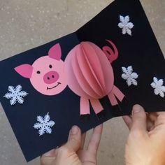 Открытка – хрюшка от Символ года нел… Postkarte – Schwein von Das Symbol des Jahres kann nicht verletzt werden, wie like Schwein 🐷 [. New Year's Eve Crafts, Pig Crafts, Animal Crafts, Preschool Crafts, Diy And Crafts, 3 Little Pigs Activities, Diy Paper, Paper Crafts, Paper Art