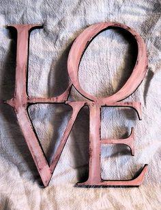 Romanos 8:39 ni lo alto, ni lo profundo, ni ninguna otra cosa creada nos podrá separar del amor de Dios, que es en Cristo Jesús Señor nuestro. ♔
