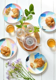 Via @burkatron.: Super easy + pretty #DIY | abstract painted #tableware #kids #tabletop #ceramics #make #paint #decor #party #wedding #project #activity #gifts #Mom #Spring #Easter