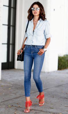 Look Total Jeans + franjas e acessórios.