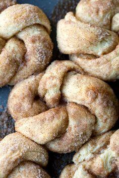 30 Minute Cinnamon Sugar Knots Recipe - like cinnamon rolls but so much easier! Love this breakfast or dessert idea! Coconut Dessert, Dessert Bread, Brunch Recipes, Sweet Recipes, Dessert Recipes, Homemade Desserts, Easy Recipes, Baking Recipes, Cookie Recipes