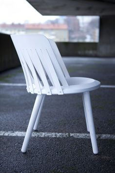 I love this take on the Windsor Chair by Swedish designer Sami Kallio Best Wood For Furniture, Design Furniture, Chair Design, Modern Furniture, Outdoor Furniture, Bent Wood, Outdoor Chairs, Outdoor Decor, Bar Chairs