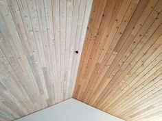 Trend in White Wash Ceiling Painted Wood Ceiling, Wood Plank Ceiling, Wooden Ceilings, Plywood Ceiling, Shiplap Ceiling, Pallet Ceiling, White Wash Ceiling, Colored Ceiling, Ceiling Color