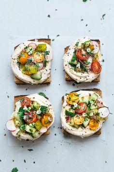 Yogurt Tahini & Israeli Salad Toast - Dolly and Oatmeal. Tahini Recipe, Tahini Dip, Tahini Paste, Israeli Salad, Israeli Food, Clean Eating Snacks, Food Inspiration, Foodies, Breakfast Recipes