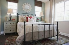 You don't need to be a professional to decorate a beautiful bedroom. You just need to know the four magic words: color, pattern, texture and shine.