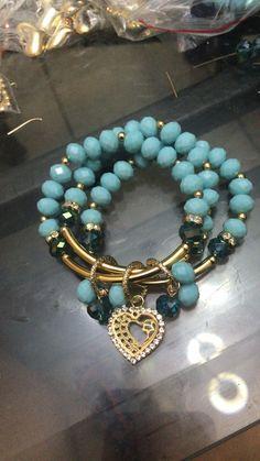 Handmade #pgaccesorios #chapadeoro #goldplated #accesorios #aretes #earrings #handmadearrings #handmade #handmadejewerly #hechoamano #joyeria #cristal #onixverde #earringshandmade