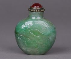 Early 19th century snuff bottle of jadeite