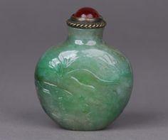 Early 19th century snuff bottle of jadeite