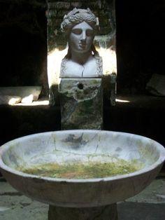 Herculaneum, The suburban baths, statue of Apollo.