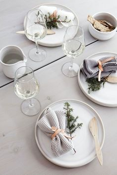 my scandinavian home: Beautiful, simple Danish Christmas DIY inspiration Danish Christmas, Scandinavian Christmas, Modern Christmas, Scandinavian Home, Christmas Diy, Christmas Tabletop, Minimalist Scandinavian, Magical Christmas, Xmas
