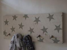 Steigerhouten kapstok met sterren. Ook leuk met tekst...