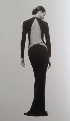 Geoffery Bean he liked to make parts of the body that were not sensual . Runway Fashion, High Fashion, Fashion Beauty, Womens Fashion, Vintage Couture, Vintage Fashion, Backless Evening Gowns, Mode Vintage, Fashion History