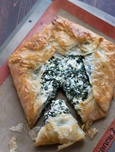 Spanakopita recipe, made the modern way! This version still has the buttery, flaky phyllo dough crust that surrounds a cheese and spinach filling. This popular Greek dish takes only minutes to prepare! Greek Spinach Pie, Spinach And Feta, Philo Dough, Phyllo Dough Recipes, Spanakopita Recipe, Smoothies, Greek Dishes, Side Dishes, Spinach Recipes
