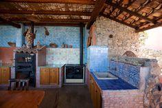 Cucina esterna.  #ceramics #pottery #design http://www.ceramichefratantoni.it/index.php