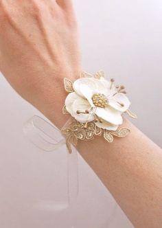 Bridal Flower Wrist Corsage Wedding Floral Bracelet, since mom wants a wrist one not a pinned on one. Wrist Corsage Wedding, Wedding Bouquets, Prom Corsage, Gold Corsage, Wedding Dress, Prom Flowers, Bridal Flowers, Diy Flowers, Floral Wedding