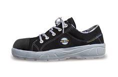 """HKSDK model Q2 er en pigesko, specielt designet til at skabe et perfekt match mellem komfort og design. Taget i betragtning, at mænd og kvinders fødder er forskellige, har vi udviklet et lille udvalg af sko for at nå niveauet for """"high-end"""" krævet af piger, der ønsker at færdes med stil på alle tidspunkter. Samtidig vil vi holde vores løfte om maksimal komfort og perfekt pasform."""