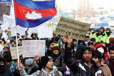 ⓒ연합뉴스1월12일 한국의 이주민 지원단체 회원들이 캄보디아 '노동권 보장'을 요구하며 행진하고 있다.