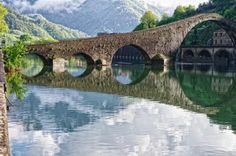 ponte del Diavolo - Devil's Bridge, Lucca Italy Trekking, Places To Travel, Places To See, Day Tours, Vacation Spots, Tuscany, Beautiful Places, Around The Worlds, Camping