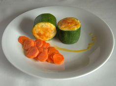Tronquitos de calabacín gratinados rellenos de pollo con guarnición de zanahorias confitadas