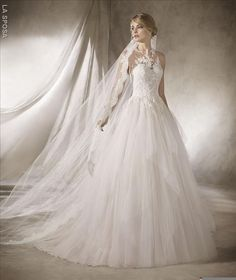 Robe de Mariée HALIXA de la marque LA SPOSA disponible à Nice à la boutique NICEA MARIAGE