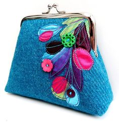 I received the most beautiful little tweed purse in the post this morning by maker Bebe Bradley - & I just love it, it's bloomin' lovely . Cute Coin Purse, Felt Purse, Frame Purse, Bag Patterns To Sew, Patchwork Bags, Change Purse, Zipper Bags, Fabric Bags, Handmade Bags