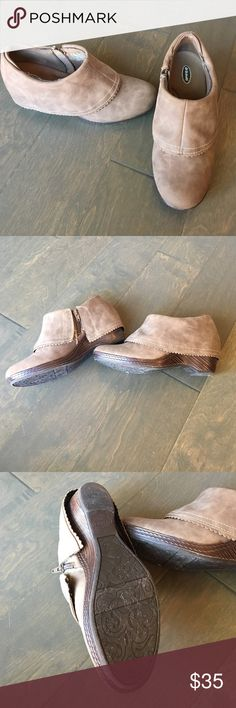 Dr. Scholls brown ankle boots Zip up on sides. Cute scallop fold-down look on boots. SUPER comfy. Only worn a handful of times. Approximate 2in platform heel. Dr. Scholl's Shoes Ankle Boots & Booties