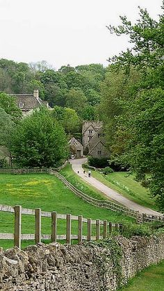 Bibury, Gloucestershire, England (by VagabonderZ on Flickr)