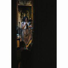 Grecia #music #singer #bar #night #indoors #perfomance #concert #musician #musicshow #girl #dress #musicphoto #concertphotography #pobrediablo #quito #ecuador #sing #voice #dark